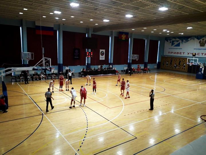 LED light for basketball court using LEDiL STRADELLA-8-HB LED lenses